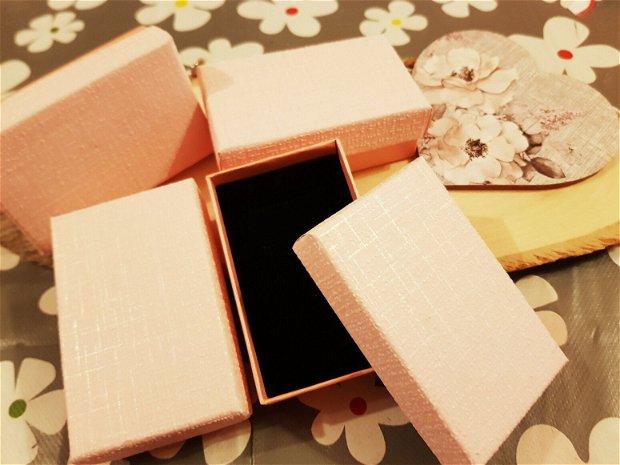 Cutiuta cadou roz