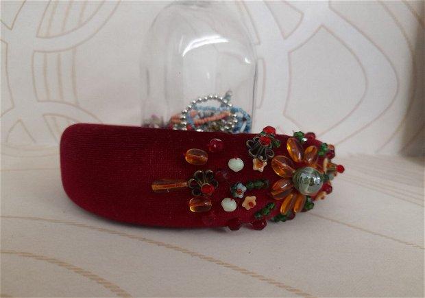 Coronita /diadema/ cordeluta cristale fatetate si accesorii metalice model 10