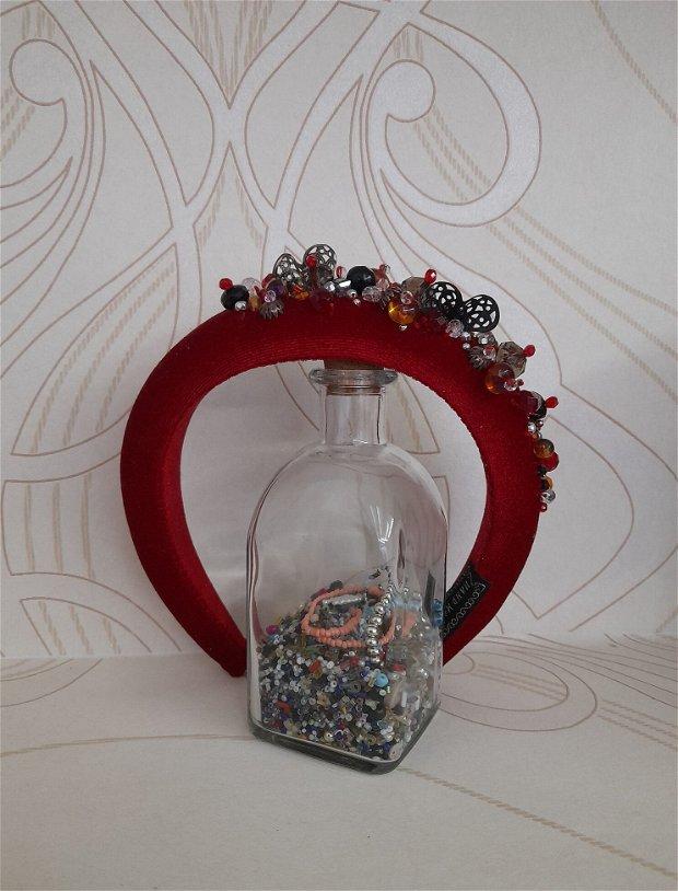 Coronita /diadema/ cordeluta cristale fatetate si accesorii metalice model 11