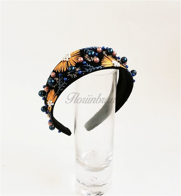 Coronita / bentita statement cusuta cu margele brodata