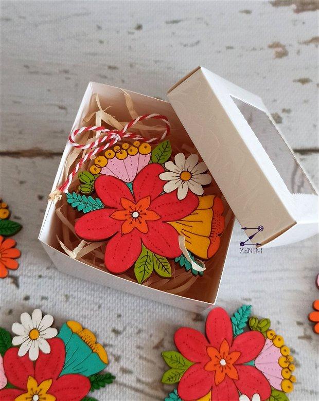 Martisor flori, brosa martisor flori pictate, floare pictata, martisor floare lemn, brosa floare colorata, brosa flori colorate
