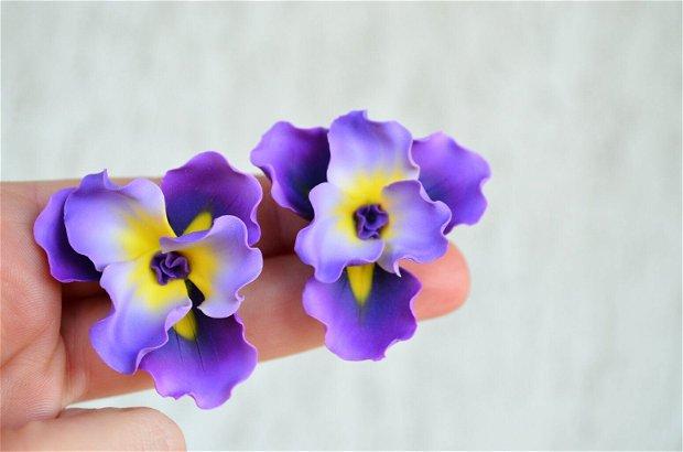 Irisul violet- cercei supradimensionati cu surub