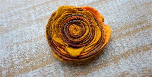 Broşă Marigold