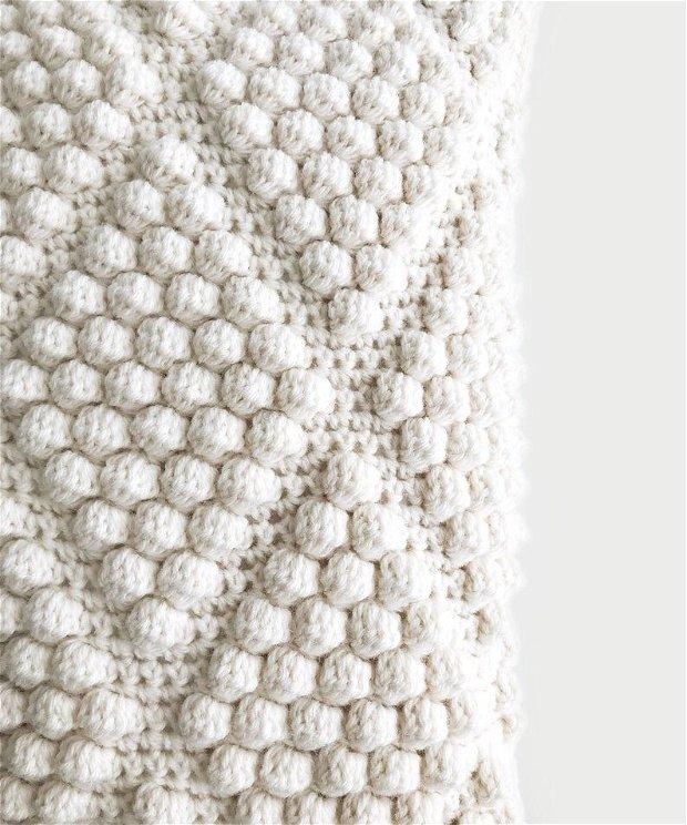 Perna decorativa crosetata manual