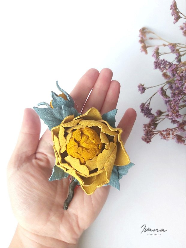 Mărțișor piele Trandafir galben