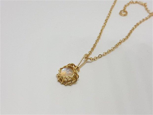 Pandantiv din aur filat , pandantiv cu piatra lunii,pandantiv lucrat manual.