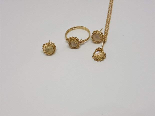 Inel din aur filat.inel cu piatra lunii, inel lucrat manual