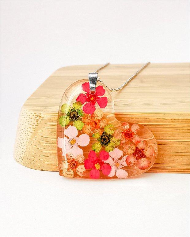 """Colier din argint in forma de inima cu flori naturale de cununita """"Curcubeu!"""""""