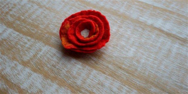 Broşă floare