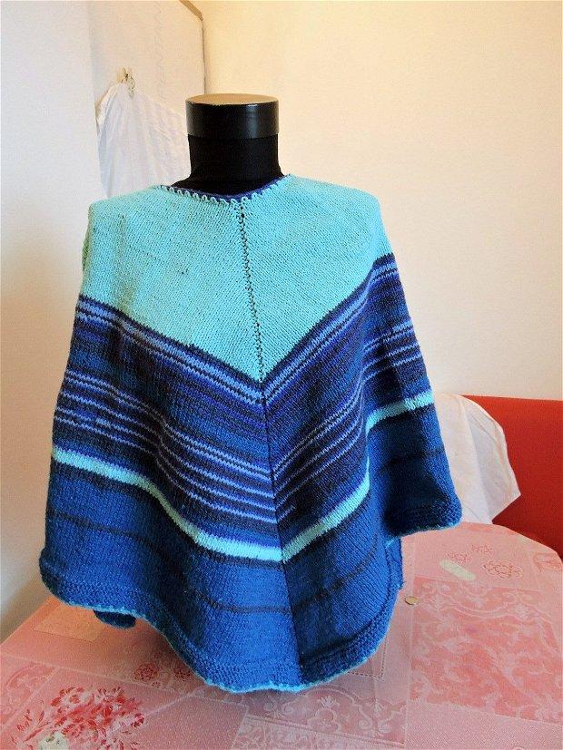 pelerina poncho albastru tricotat manual unicat