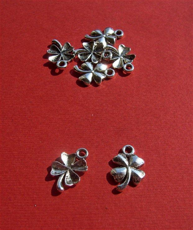 Trifoi norocos din metal argintiu aprox 2x11.5x12 mm (cu anoul)