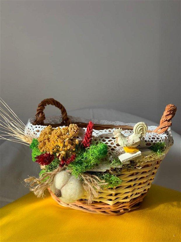 Cos pâine rustic înfrumusețat cu licheni