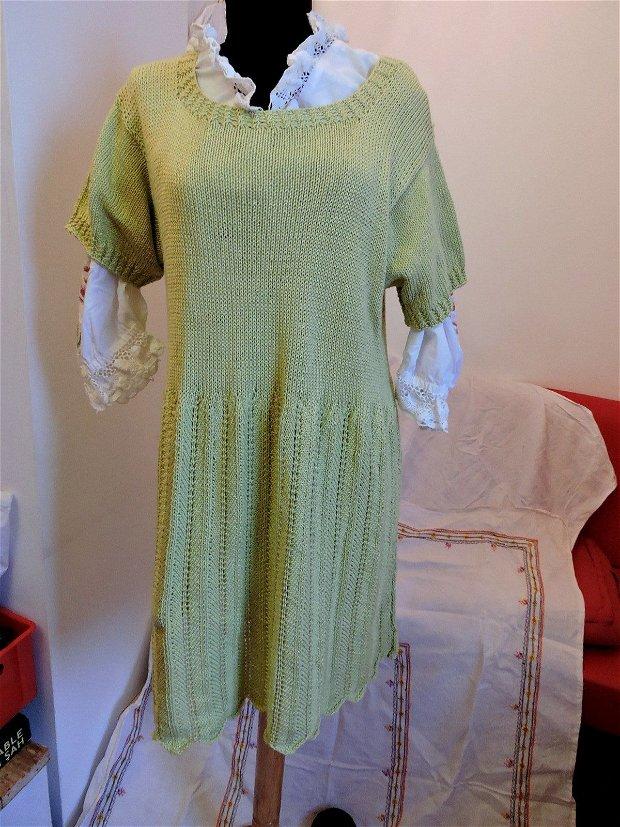 rochie verde tricotata manual unicat