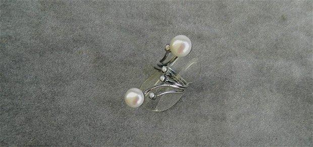 """Cercei cu caboşoane rotunde din perle de cultură ivoire """"Bulgări de zăpadă"""""""
