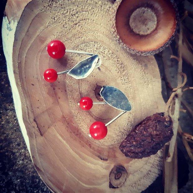 Cercei cu tija din argint 925, reticulat si partial oxidat cu coral, cirese