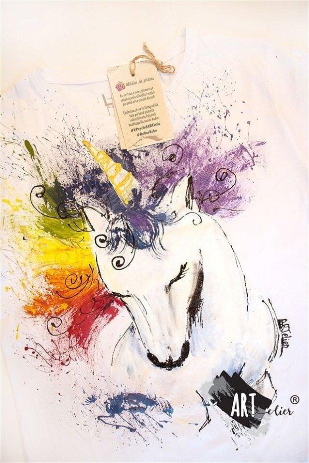 Tricou pictat manual, Rainbow Unicorn - La Comanda
