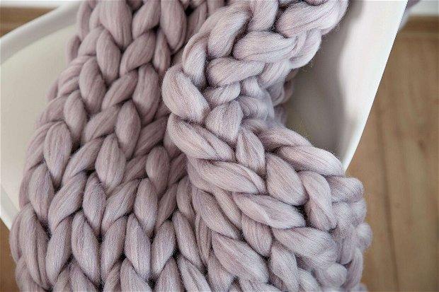 Patura din fire gigante, lana eco, gri-lila