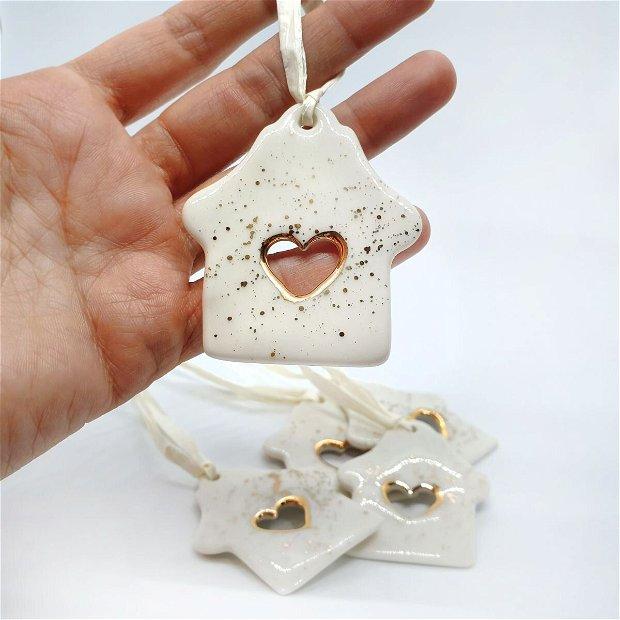 Decoratiune de pom - Casuta din portelan cu inima de aur