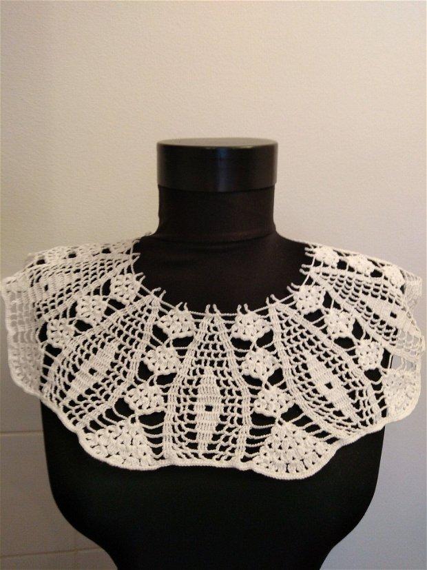 Guler colier textil alb crosetat manual rotund