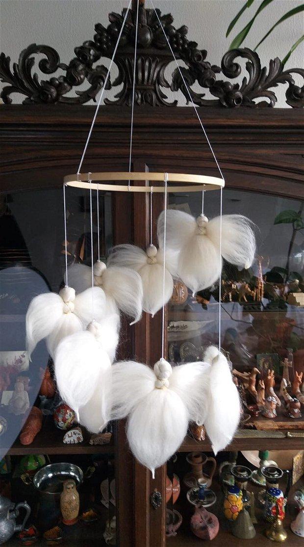 Carusel camera copilului, model cu îngeri, produs handmade, pedagogia Waldorf