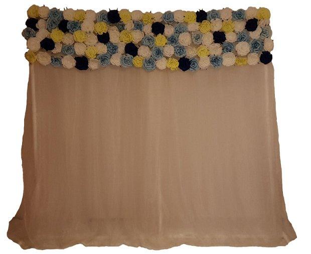 Panou floral - photocorner cu voal si trandafiri
