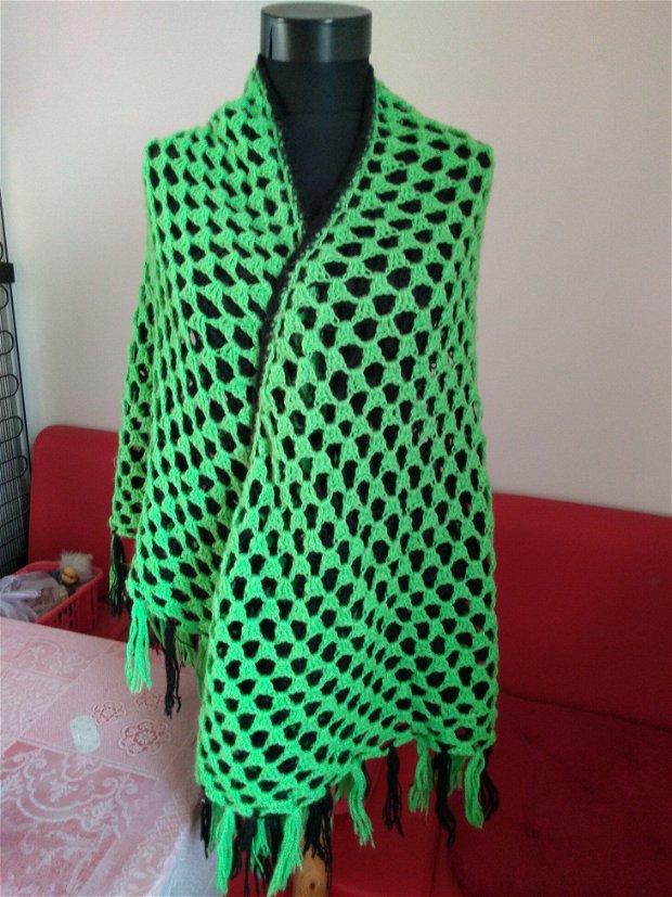 Esarfa triunghiulara vesela verde crud cu negru dublu