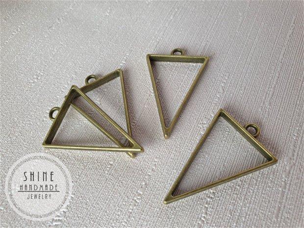 Pandantiv triunghi, 39x25x3.5mm