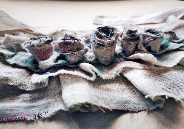 Guler/colier din in natural pictat manual cu aplicatii de trandafiri handmade, Guler-accesoriu gat reglabil