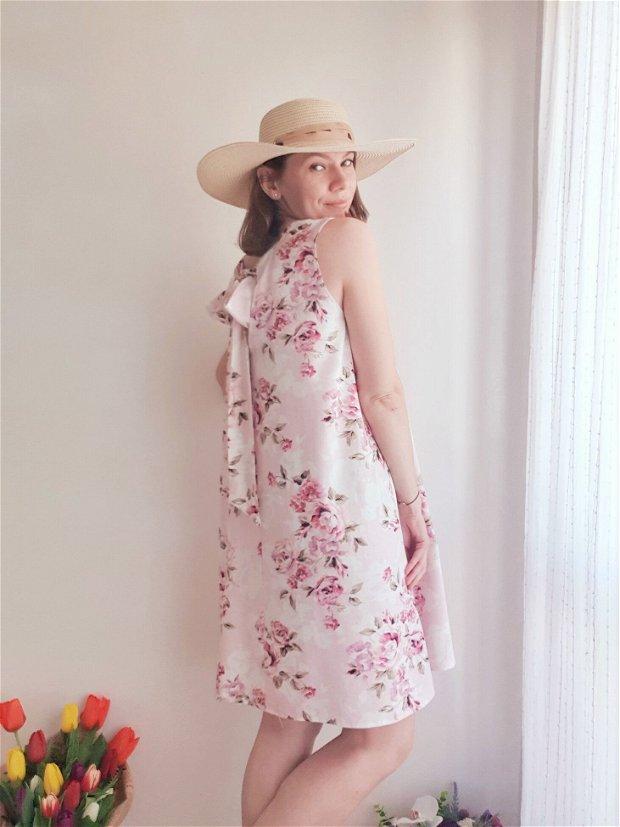 Set Rochii din In Roz Pal Imprimat Floral Asortate Mama Fica