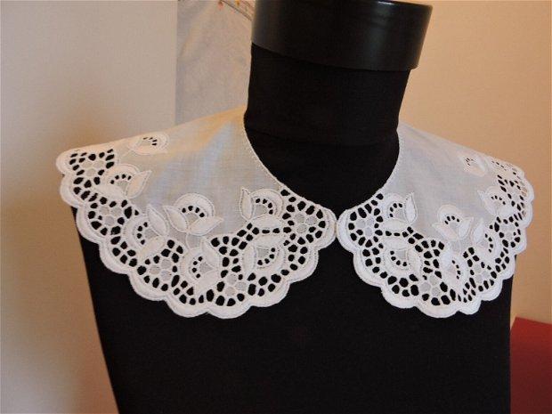 gler colier textil alb broderie cun lalele