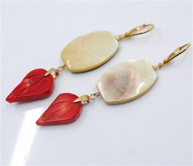 Cercei din argint placat cu aur, sidef si coral, cercei lungi argint, cercei statement, cercei handmade