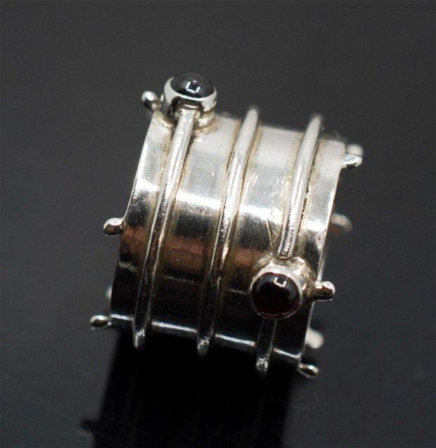Inel masiv, lat, din argint 925 si granat