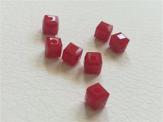 Cristale cubice, rosu opac, 4mm - 1 buc