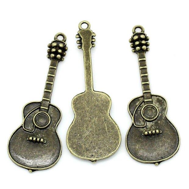 Pandative bronz antic chitara