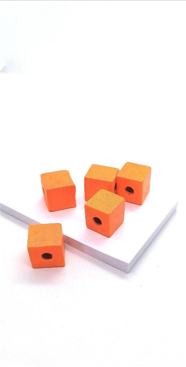 Margele cub lemn vopsit 14mm * portocaliu