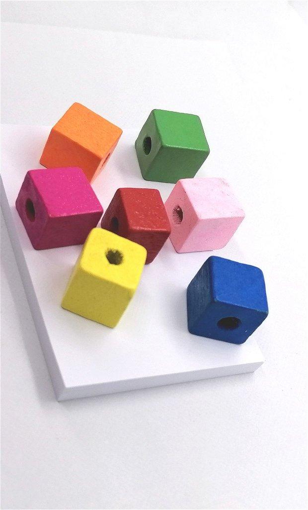 Margele cub lemn vopsit 14mm * roz