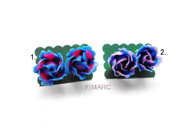 Trandafiri albastrii - cercei pe ureche