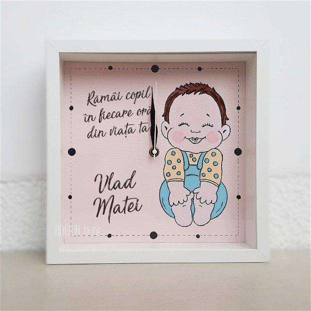 Ceas pictat manual handmade personalizat cu mesaj bebelus