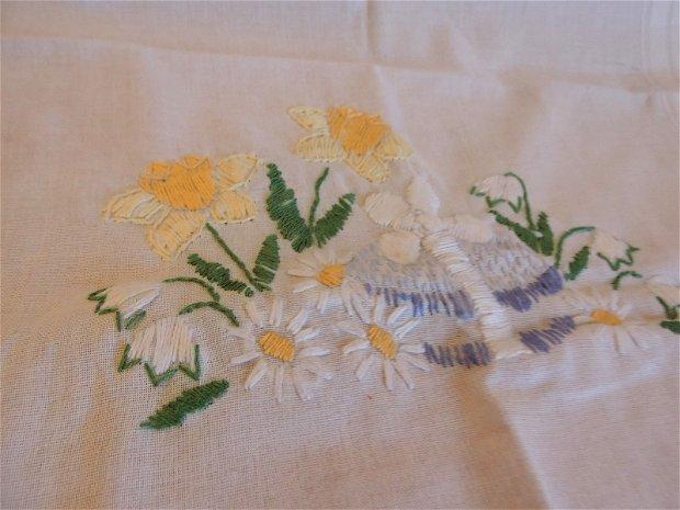 fat de masa napon cusut manual cu flori de primvara unicat