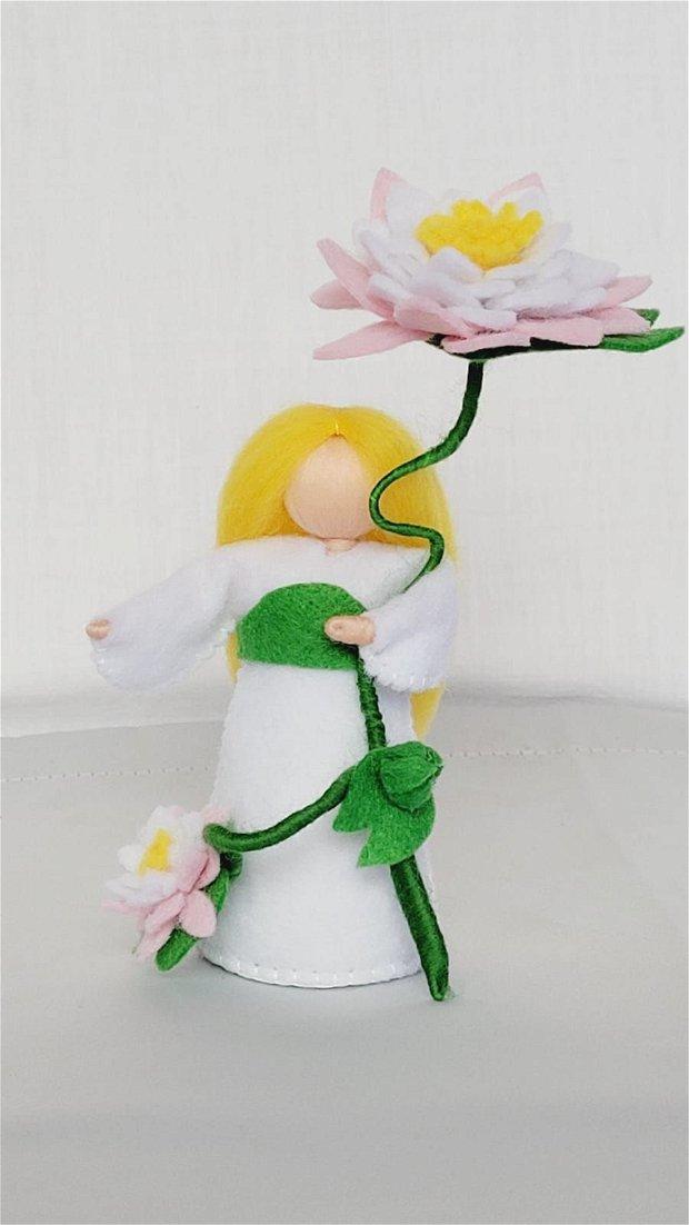 Copila Nufăr, figurină handmade din fetru, inspirată din pedagogia Waldorf