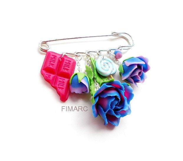 Trandafiri si dulciuri -  brosa pentru articole tricotate:pluovere,esarfe,..etc
