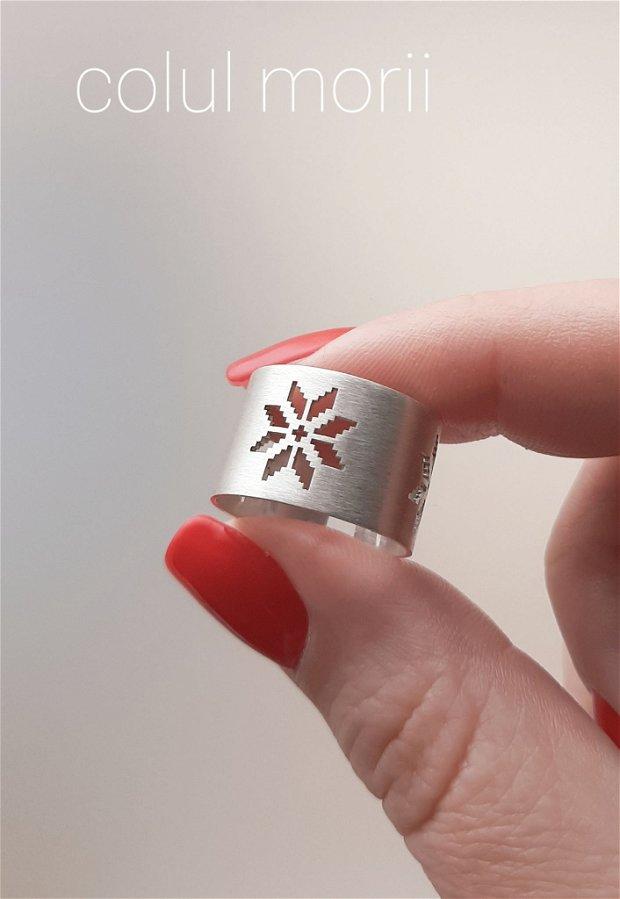 Inel lat din argint 925 satinat cu simbol tradițional românesc Colul Morii