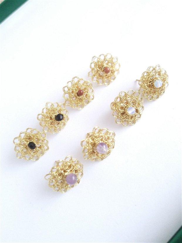 Cercei auriti cu surub-cupru placat cu aur, margele de sticle negre