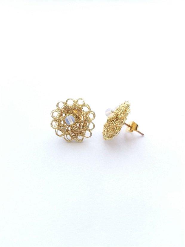 Cercei auriti cu surub-cupru placat cu aur, margele de opalit