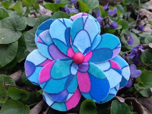 Brosa floare fetru