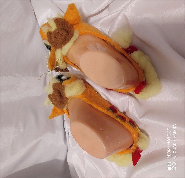 Papucei impasliti pentru copii