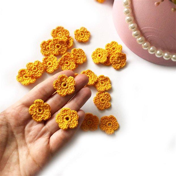 Lot floricele crosetate manual. Aplicatii crosetate. Floricele galbene