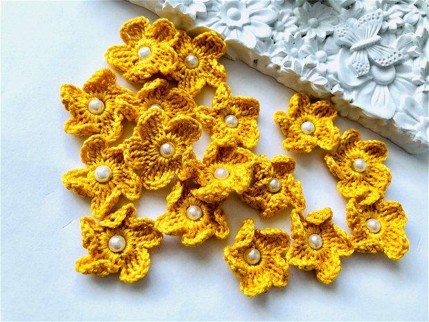 Floricele galbene, crosetate manual