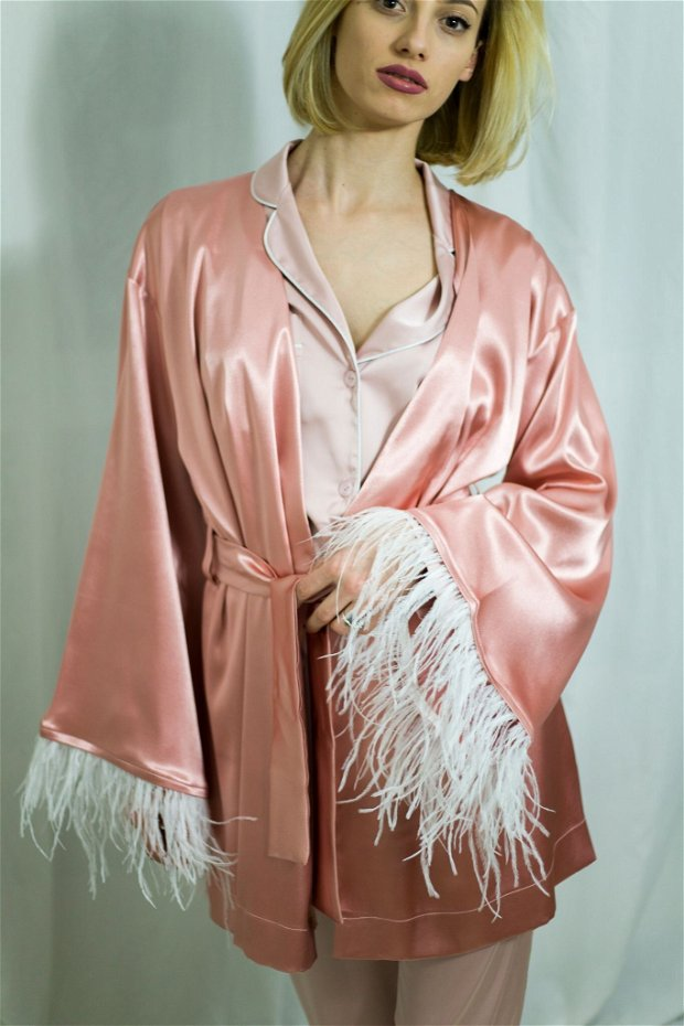 Halat de damă roz, tafta satinată și pene de struț - Personalizabil