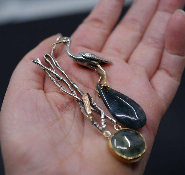 Cercei asimetrici din argint, prehnit si agata muschi, placati selectiv cu aur